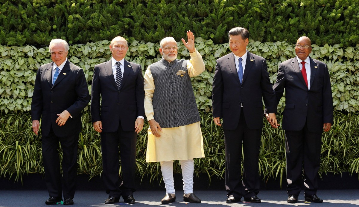 (L-R) Brazil's President Michel Temer, Russian President Vladimir Putin, Indian Prime Minister Narendra Modi, Chinese President Xi Jinping and South African President Jacob Zuma pose for a group picture during the BRICS (Brazil, Russia, India, China and South Africa) Summit in Goa, India on October 16, 2016. Reuters