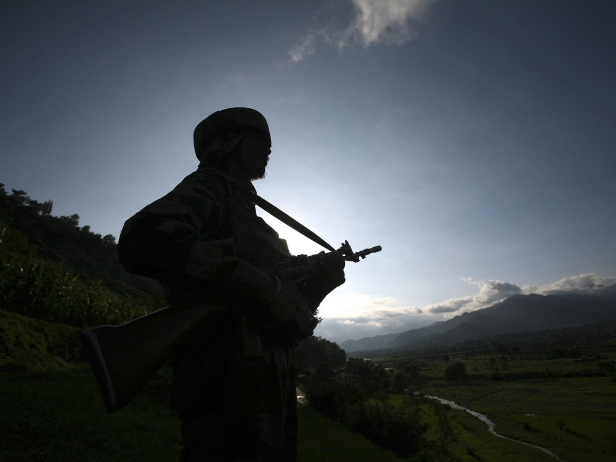 An Indian army soldier stands guard while patrolling near the Line of Control, a ceasefire line dividing Kashmir between India and Pakistan, in Poonch district. Photo: REUTERS/Mukesh Gupta