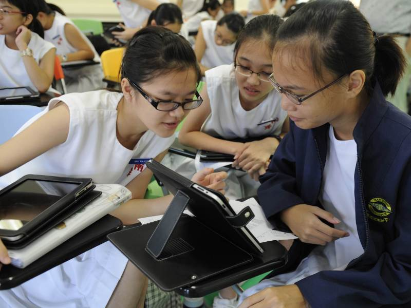 Singapore students get interactive. Photo: AFP Photo / Simin Wang