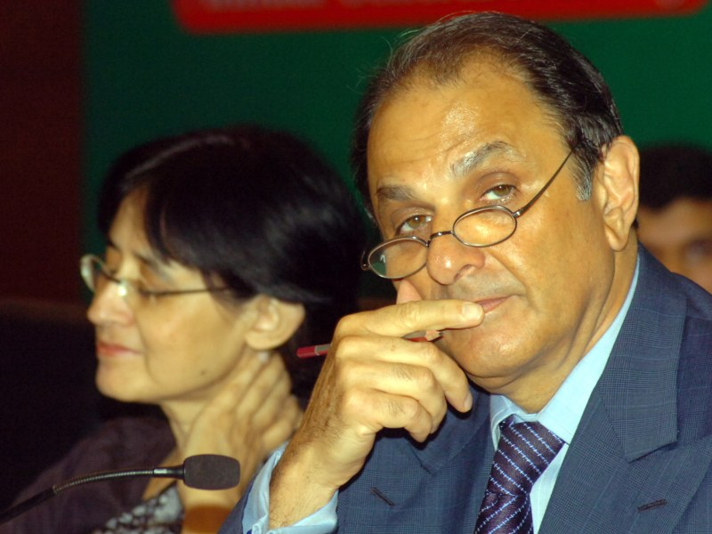 Nusli Wadia (R), has been an independent director of Tata Steel for nearly four decades. Photo: AFP/ The Times Of India/Subhajit Pal.