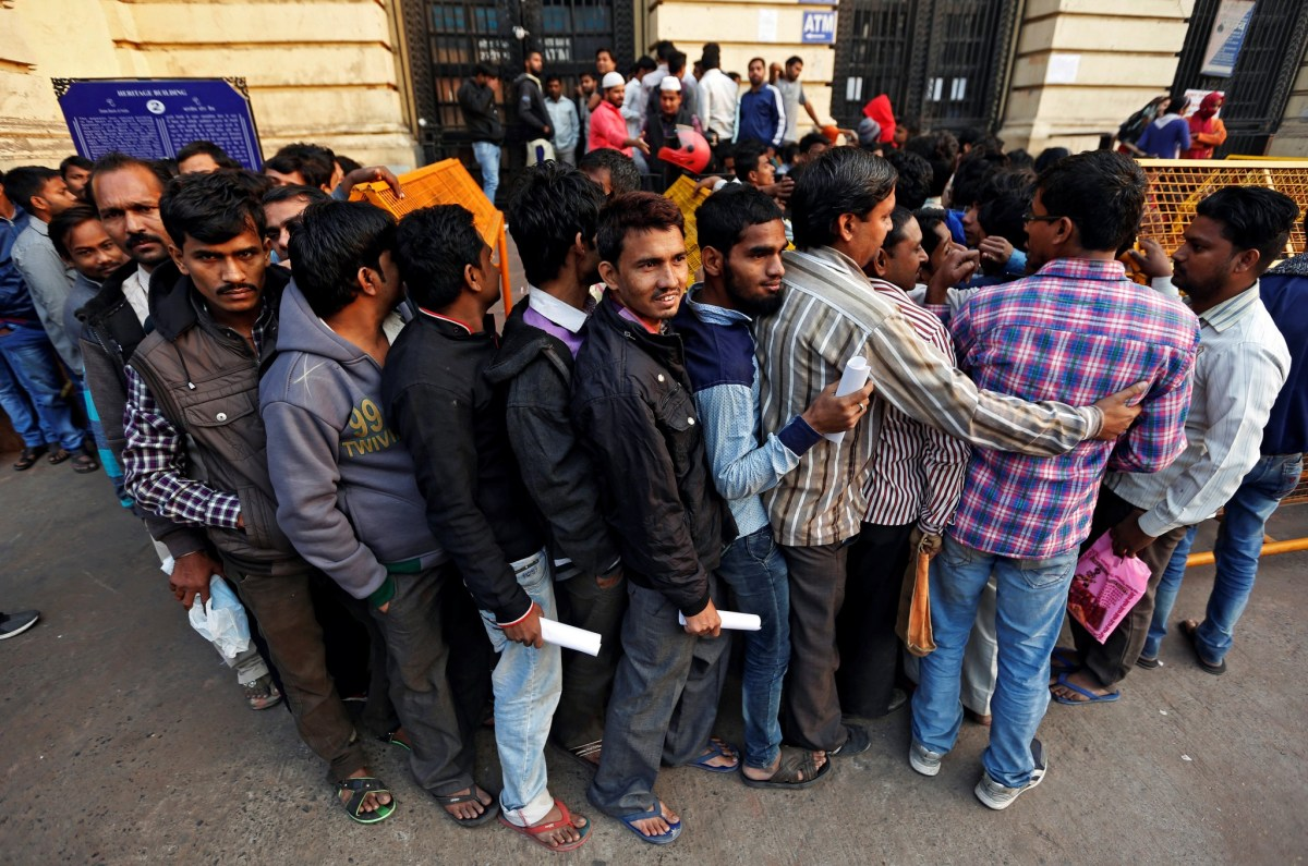 People queue as they wait for the bank to open to exchange their old high-denomination banknotes in the early hours, in the old quarters of Delh. Photo: Reuters/Adnan Abidi