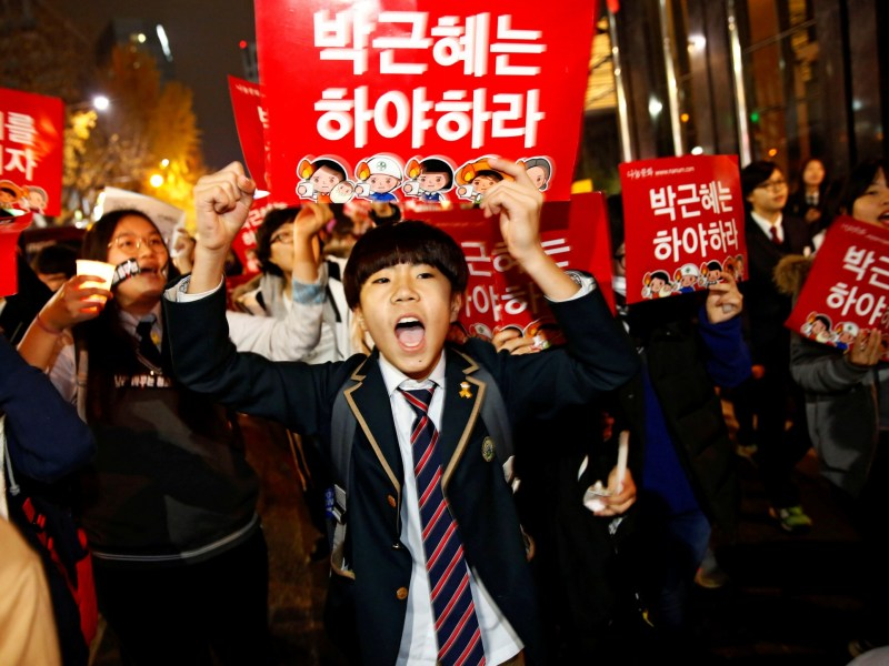 A middle school student shouts slogans at a protest calling for South Korean President Park Geun-hye to step down. Photo: Reuters/Kim Kyung-Hoon