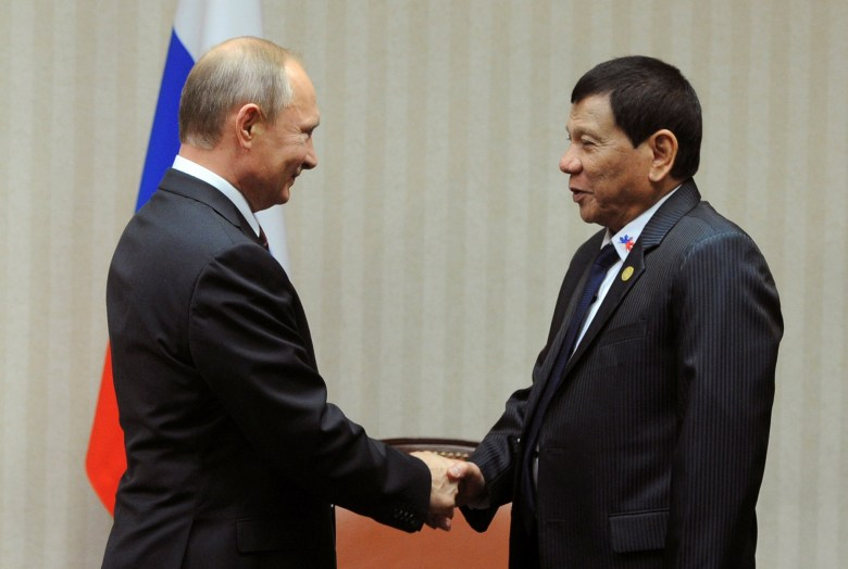 Russian President Vladimir Putin and Philippine President Rodrigo Duterte meet on the sidelines of the APEC summit last year. Photo: Sputnik / Mikhail Klimentyev via Reuters