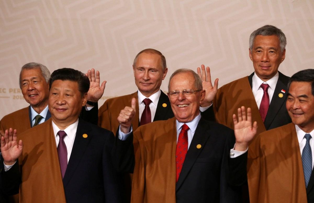 China's President Xi Jinping (Front left) and Hong Kong Chief Executive Leung Chun-ying (Front right) flank Peru's President Pedro Pablo Kuczynski at the Lima APEC summit. Photo: Reuters