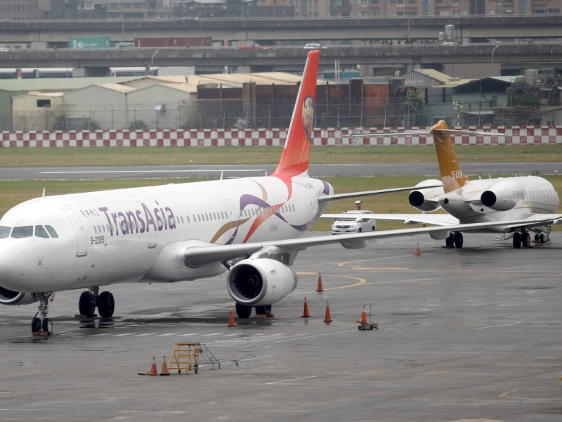 A TransAsia Airways passenger plane is seen at Songshan Airport. Photo:  REUTERS/Tyrone Siu