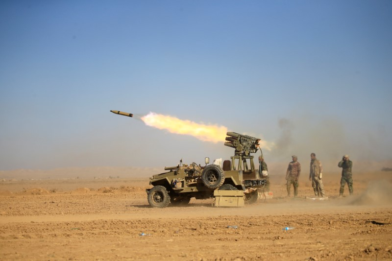Shi'ite fighters fire a rocket towards Islamic State militants during a battle with Islamic State militants at the airport of Tal Afar west of Mosul, Iraq November 18, 2016. Photo: Reuters/Thaier Al-Sudani