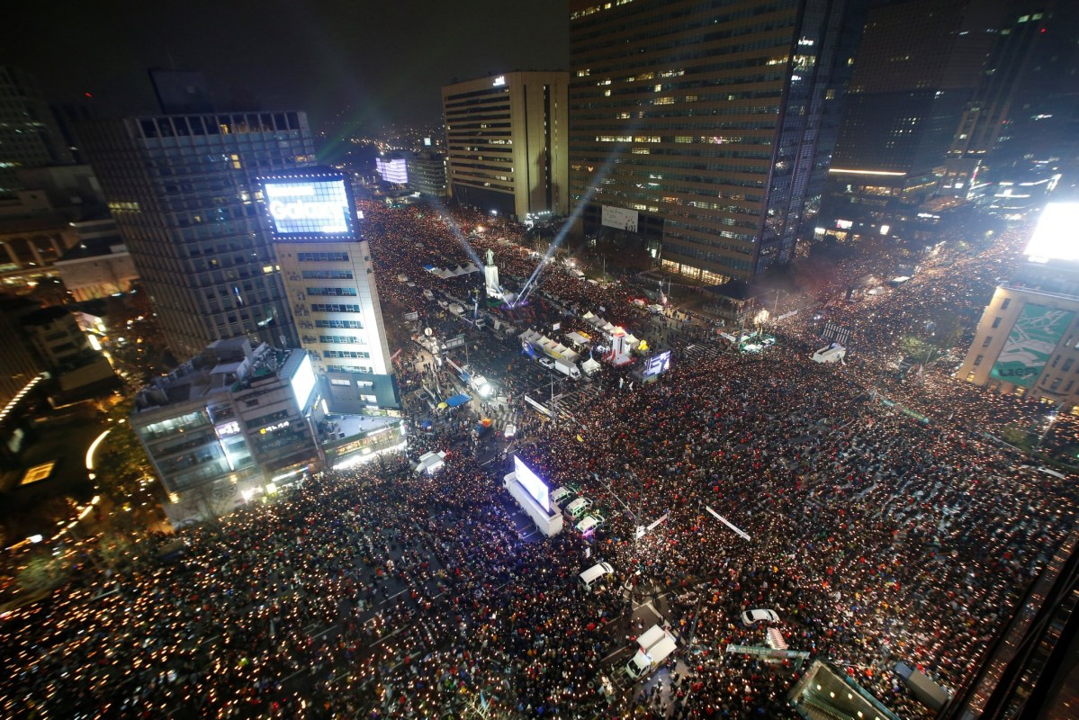 More than 1 million people attended a Seoul protest calling for Park Geun-hye to step down on Saturday night. Photo: Reuters/Kim Hong-Ji