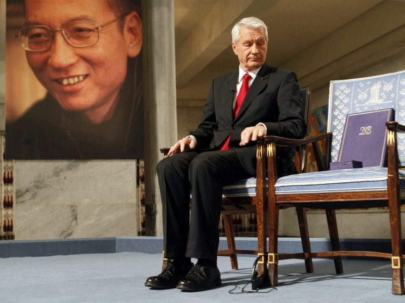 Chairman of the Nobel Committee Thorbjoern Jagland looks down at the reserved vacant chair of Nobel Laureate Liu Xiaobo (portrait at left), in Oslo, December 10, 2010. Photo: AFP