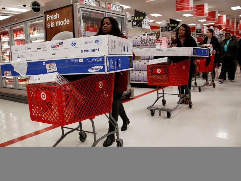Shoppers take advantage of Black Friday sales at a Target store in the Brooklyn borough of New York City, US November 25, 2016.  Photo: REUTERS/Brendan McDermid/File Photo