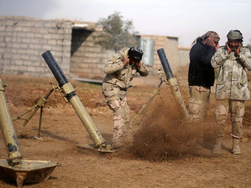 Iraqi soldiers fire mortar shells towards Islamic State positions, in Shayyalah al-Imam near Mosul, Iraq December 5, 2016. REUTERS/Mohammed Salem