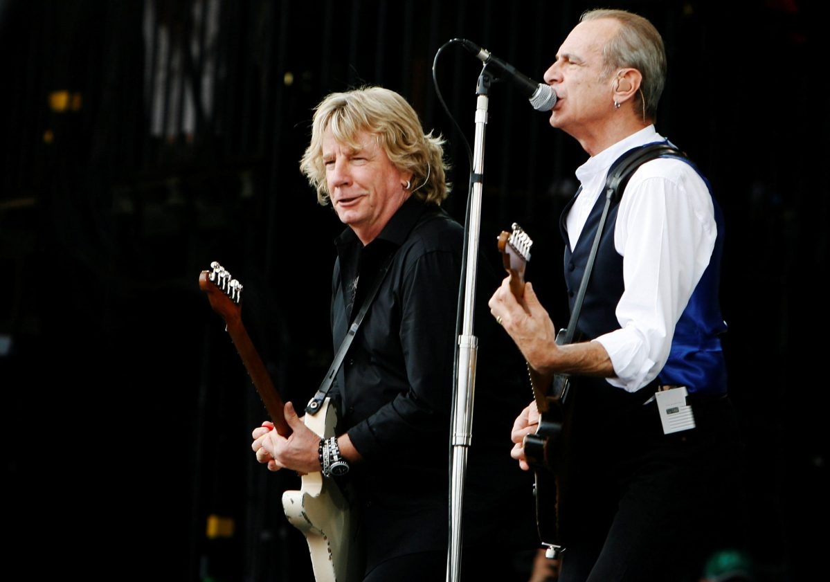 Rick Parfitt (L) and Francis Rossi of British rock group Status Quo perform at the Glastonbury Festival 2009 in south west England, June 28, 2009.   Photo: Reuters/Luke MacGregor