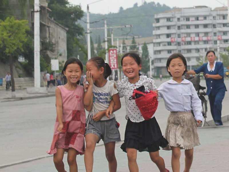 Young girls in Wonsan. Photo: Raymond K Cunningham Jr