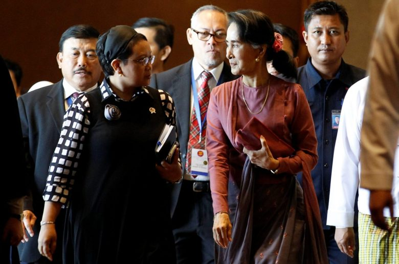 Indonesia Foreign Minister Retno Marsudi and Myanmar State Counsellor Aung San Suu Kyi walk after an ASEAN Foreign Minister Meeting on the Rohingya issue in Sedona hotel at Yangon. Photo: Reuters/Soe Zeya Tun