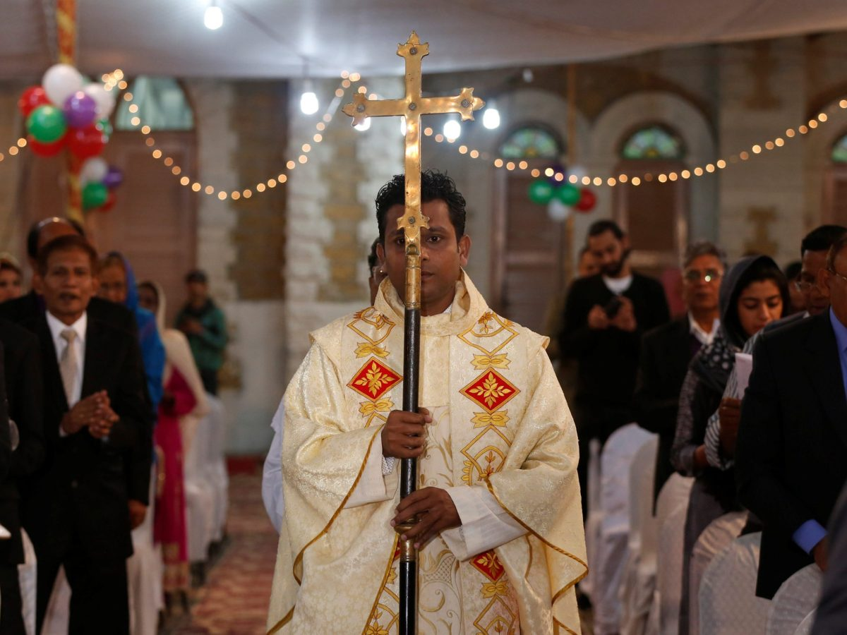 The Holy cross passes the congregation during Christmas mass at Central Brooks Memorial Church in Karachi. Photo:  Reuters/Akhtar Soomro