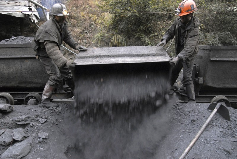 Miners transport coal at the Gongxigou coal mine on the outskirts of Baokang, Hubei province, December 4, 2007.   REUTERS/Stringer