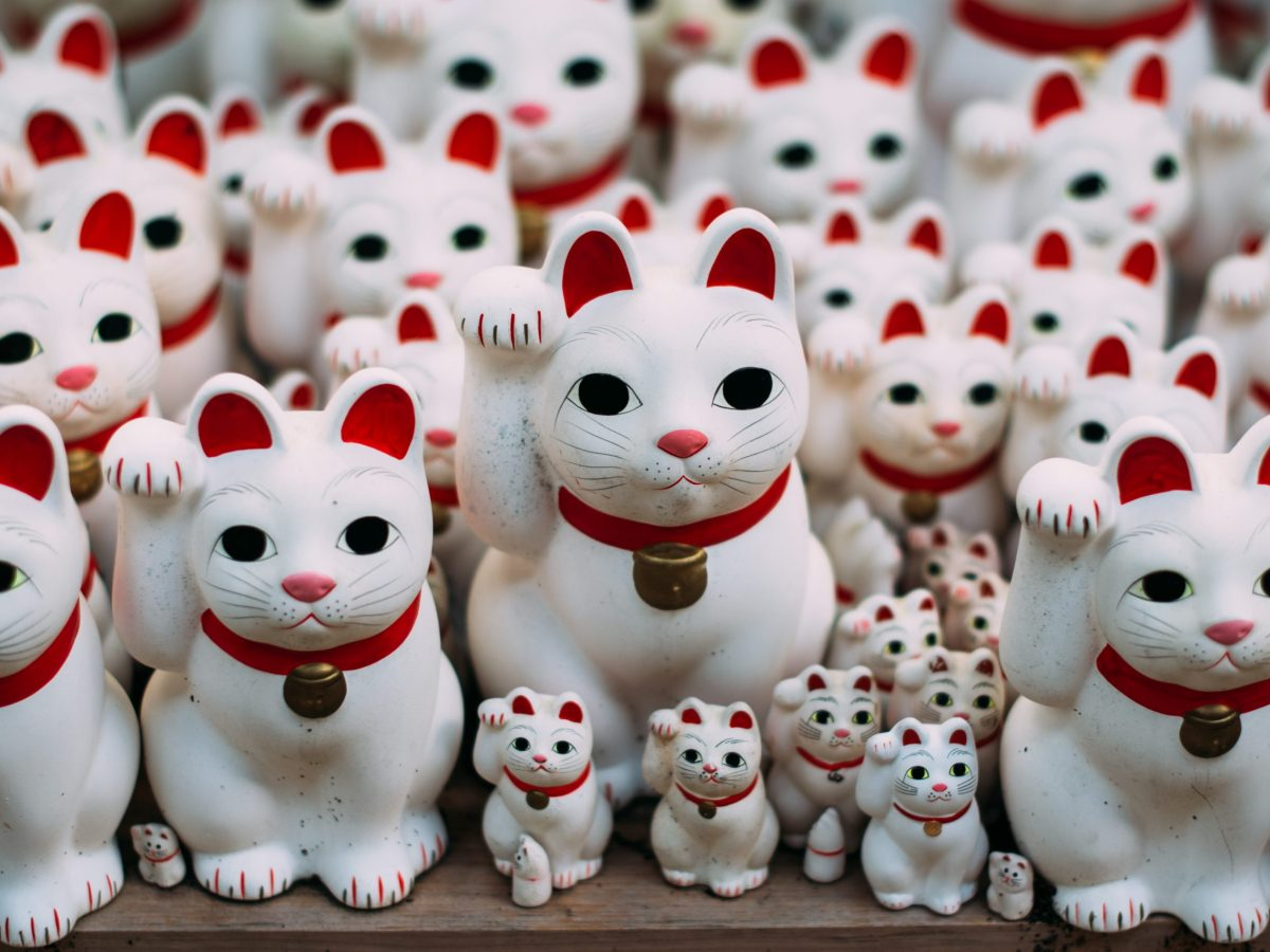 Visitors believe that putting their own Maneki-neko here will bring them good luck. The figures are sold at a nearby shop. Photo : Said Karlsson