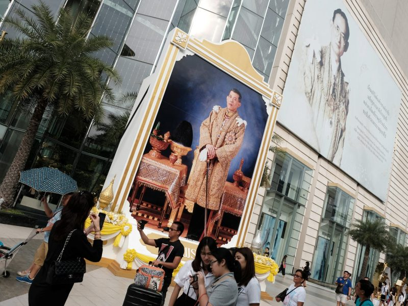 People walk past a portrait of Thailand's King Maha Vajiralongkorn Bodindradebayavarangkun and the late King Bhumibol Adulyadej at a department store in central Bangkok, Thailand, January 17, 2017. REUTERS/Athit Perawongmetha