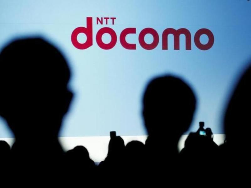 People attend a product unveiling event of NTT Docomo in Tokyo, Japan, May 11, 2016. _ REUTERS