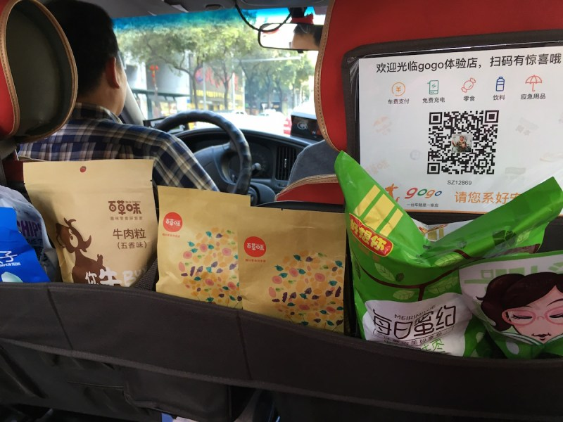 Taxi passengers can now buy nuts, dried meat and umbrellas in Chinese taxis. Photo: Hanna Ejdertun Nylander