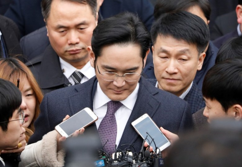 FILE PHOTO - Samsung Group chief, Jay Y. Lee, leaves after attending a court hearing to review a detention warrant request against him at the Seoul Central District Court in Seoul, South Korea, January 18, 2017.   REUTERS/Kim Hong-Ji/File Photo