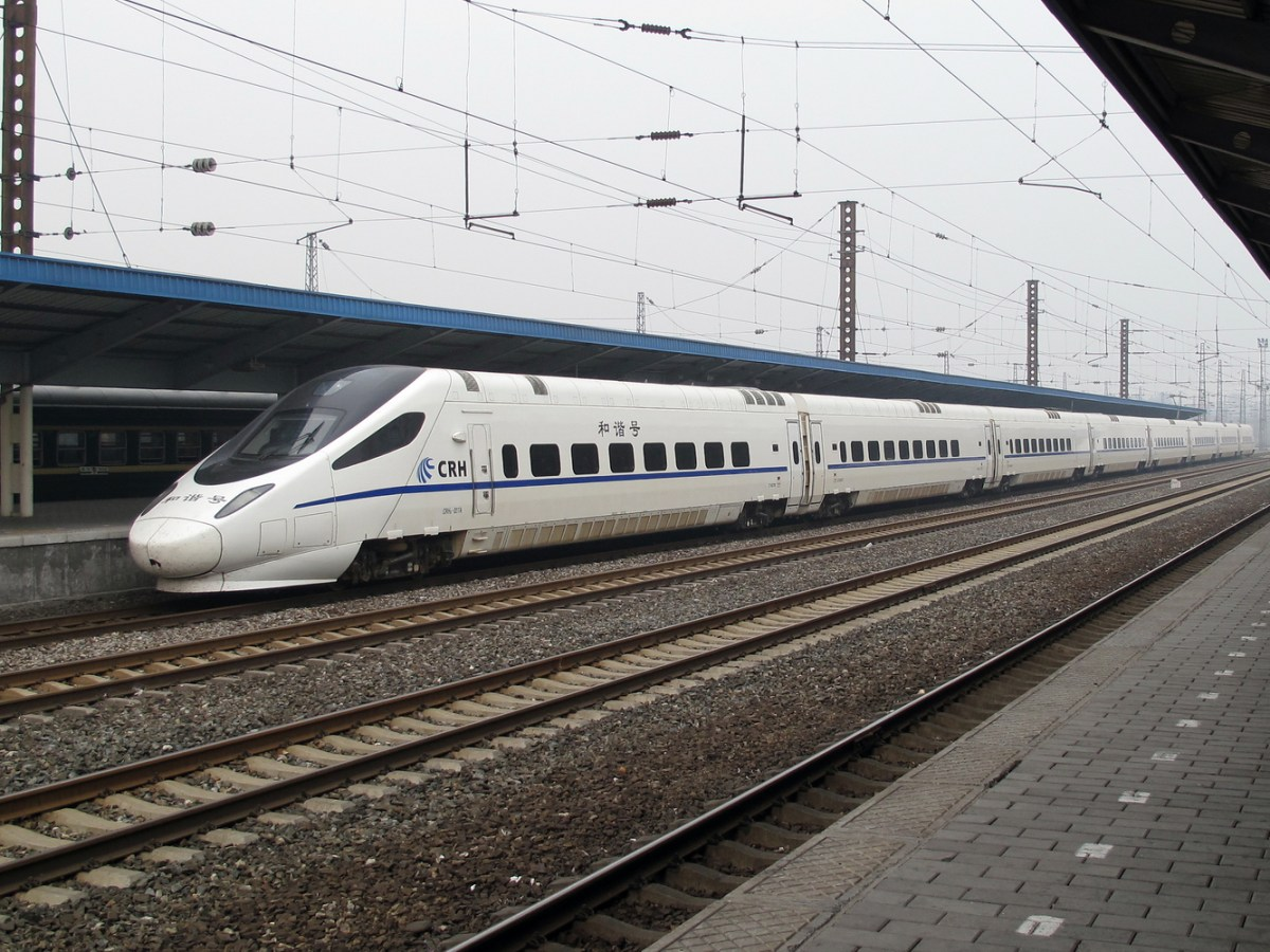 A Chinese high-speed train stops at the port city of Qinhuangdao in Hebei province. Photo: Wikipedia Commons