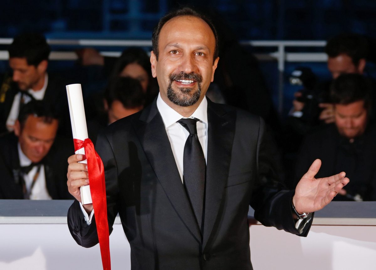 "Director Asghar Farhadi, Best screenplay award winner for the film ""Forushande"" (The Salesman), poses during a photocall after the closing ceremony of the 69th Cannes Film Festival in Cannes, France, May 22, 2016.  Photo: Reuters/Jean-Paul Pelissier"