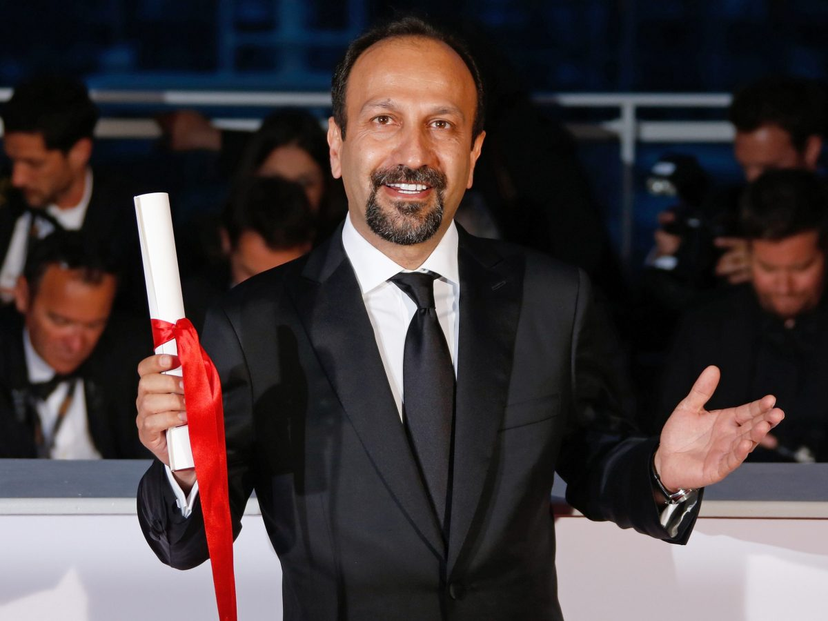 """Director Asghar Farhadi, Best screenplay award winner for the film """"Forushande"""" (The Salesman), poses during a photocall after the closing ceremony of the 69th Cannes Film Festival in Cannes, France, May 22, 2016.  Photo: Reuters/Jean-Paul Pelissier"""