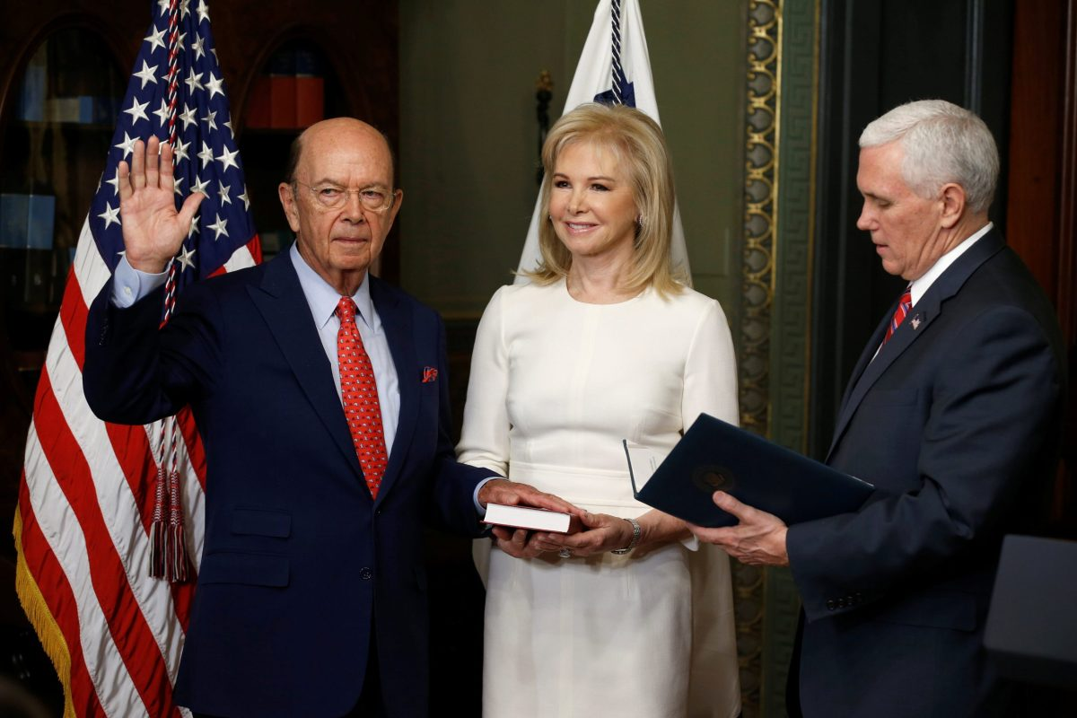 Vice President Mike Pence (R) swears in Wilbur Ross as Secretary of Commerce. Photo: Reuters, Joshua Roberts