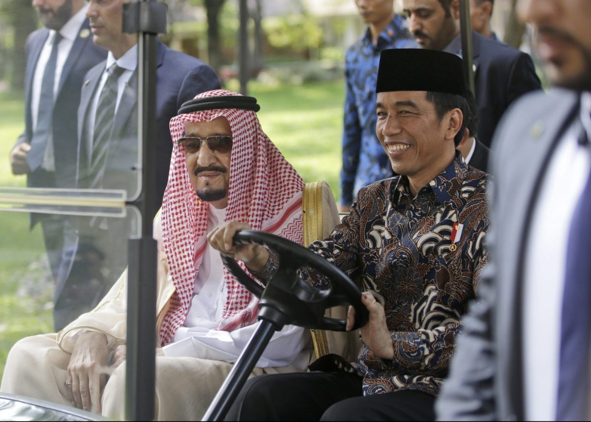 Saudi King Salman, left, rides on a golf cart with Indonesian President Joko Widodo during their meeting at Merdeka Palace in Jakarta, Indonesia, Thursday, March 2, 2017. Photo: Dita Alangkara/Pool/ Reuters