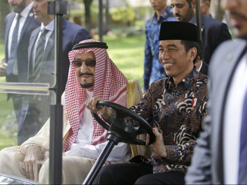 Saudi King Salman, left, rides on a golf cart with Indonesian President Joko Widodo during their meeting at Merdeka Palace in Jakarta, Indonesia, Thursday, March 2, 2017. Photo: Dita Alangkara/Pool/ Reuters