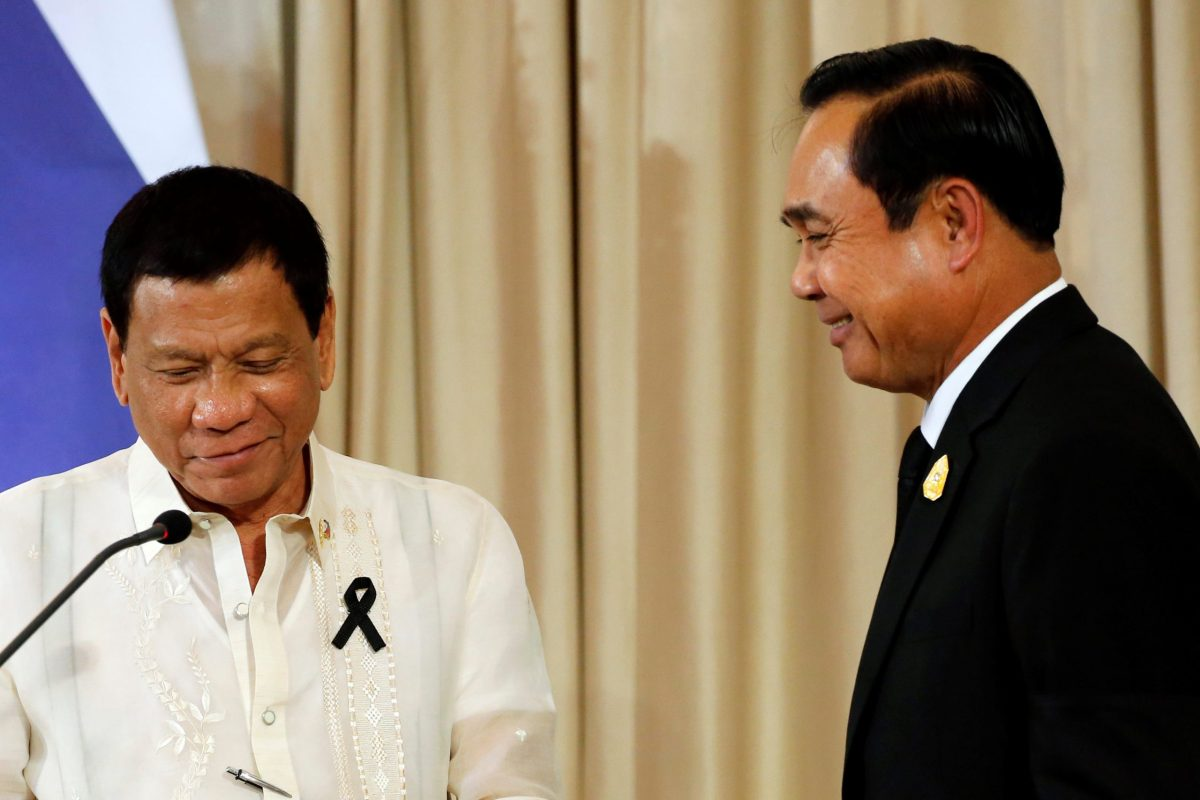 Thailand's Prime Minister Prayuth Chan-ocha (R) and Philippine President Rodrigo Duterte. Photo: Reuters, Jorge Silva