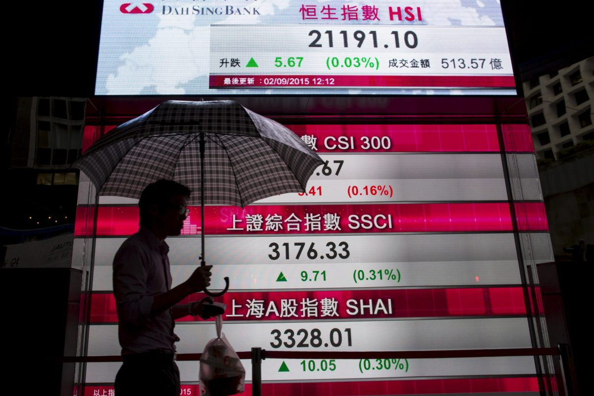 Hang Seng Index prices displayed at the financial Central district in Hong Kong. Photo: Reuters/Tyrone Siu