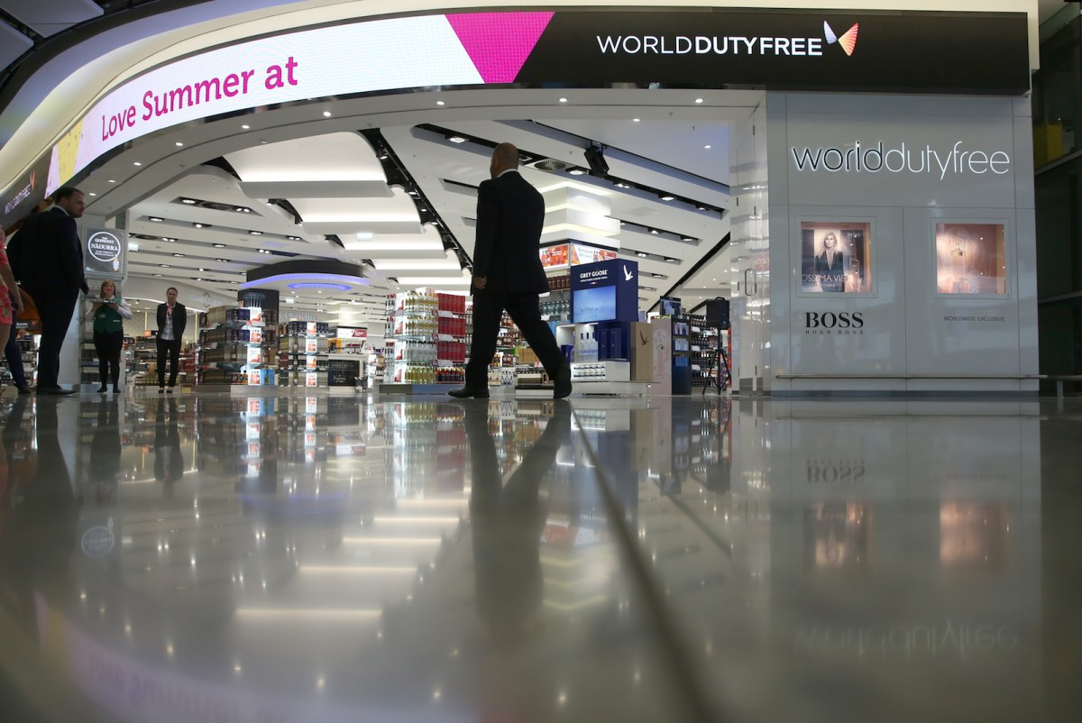 "Some stores at Heathrow Airport pay ""passenger ambassadors"" commissions to bring in customers, with big-spending Chinese travelers favorite targets. Photo: Neil Hall, Reuters"