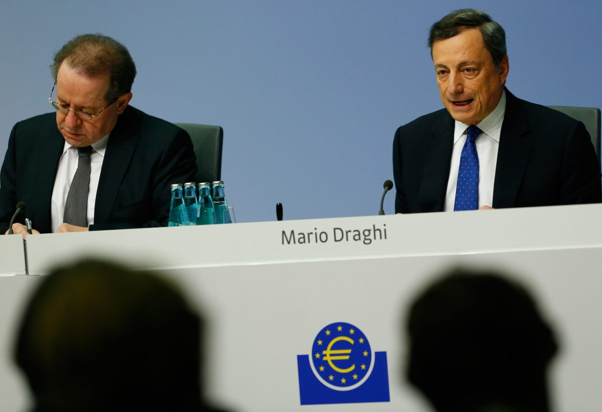 European Central Bank President Mario Draghi (R). Photo: Reuters, Ralph Orlowski
