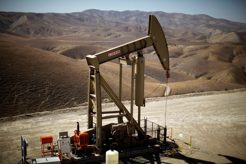 A pumpjack brings oil to the surface in the Monterey Shale, California, U.S.  April 29, 2013.  Photo: Reuters, Lucy Nicholson