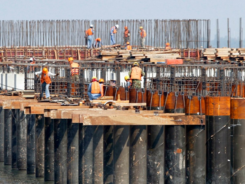 Cambodian construction workers work at a port in the country's Kandal province in a file photo. Prime Minister Hun Sen's government is appealing to foreign investors to build up the country's laggard infrastructure. Photo: Reuters / Samrang Pring