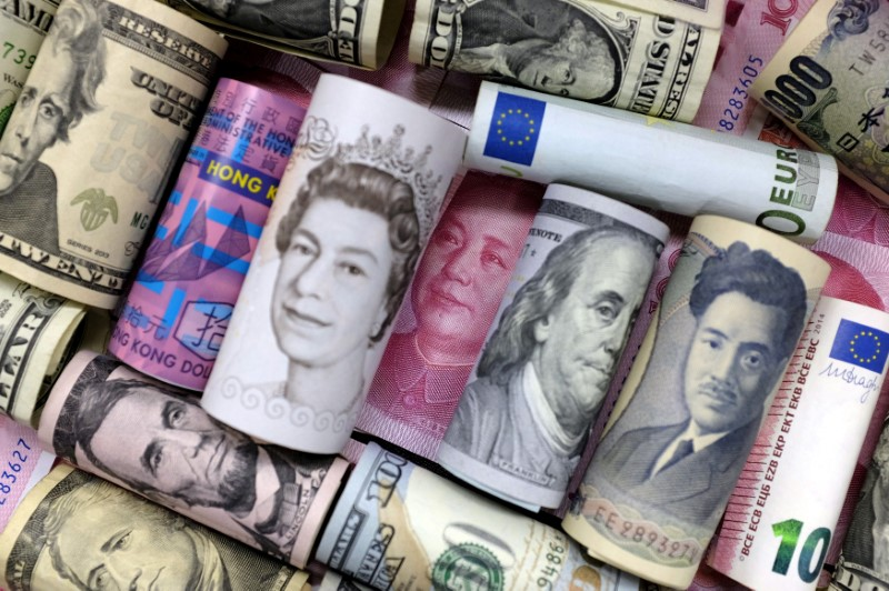 Investors' long-dollar positions against the euro, the sterling and the yuan just saw a major shift. Photo: Reuters, .Jason Lee
