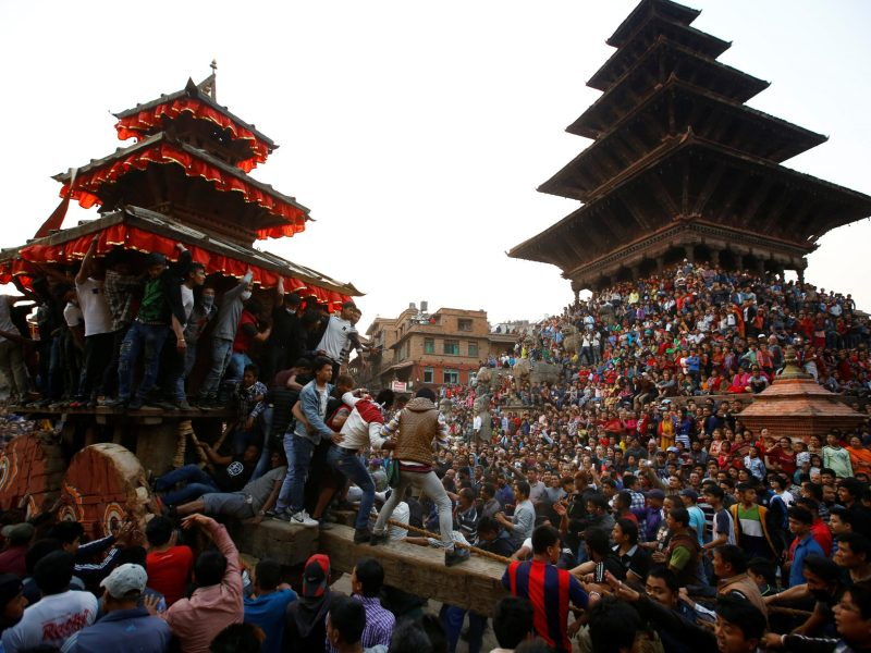 Devotees pull the chariot of God Bhairab during the Biska Festival in Bhaktapur, Nepal, April 10, 2017. Photo: Navesh Chitrakar / Reuters