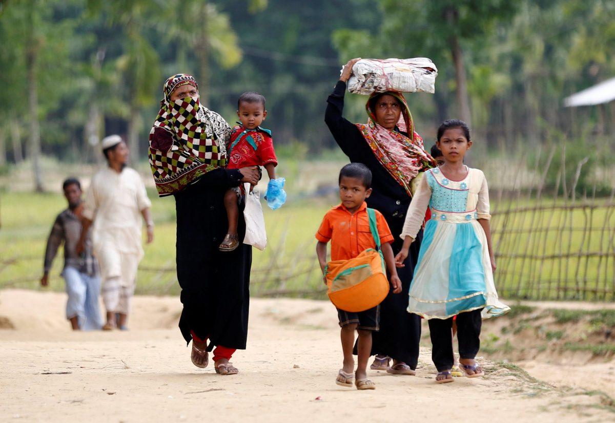 Rohingya refugees come to Balukhali Makeshift Refugee Camp in Cox's Bazar, Bangladesh. Photo: Reuters/Mohammad Ponir Hossain
