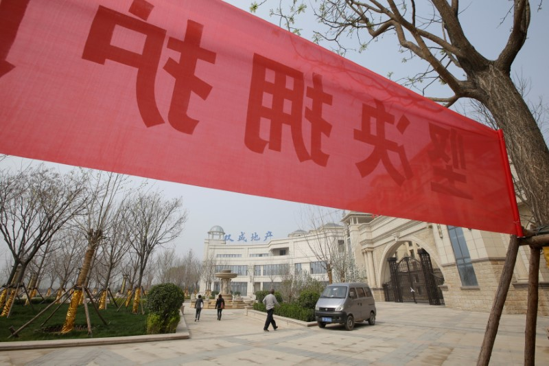 A banner supporting the government's decision to ban new property sales outside a closed real estate agent in Xiongxian county, one part of the Xiongan New Area, Hebei province. Photo: Reuters