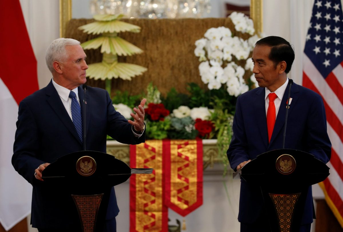 US Vice President Mike Pence stands with Indonesian President Joko Widodo as he talks to reporters at the Presidential Palace in Jakarta, Indonesia April 20, 2017. Photo: Reuters/Beawiharta