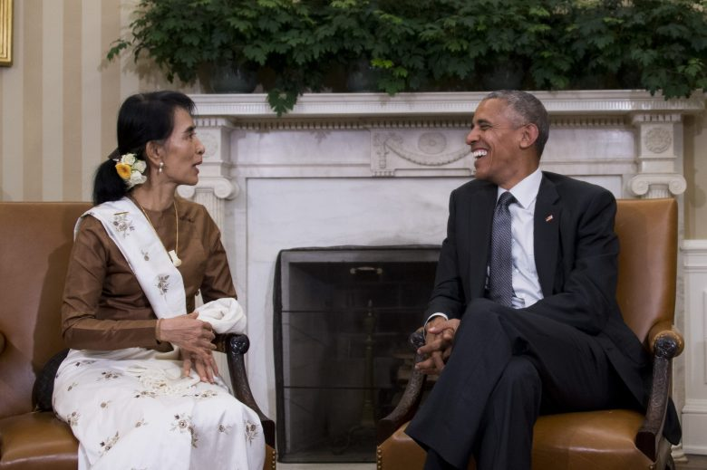 State Counsellor Aung San Suu Kyi of Burma speaks with US President Barack Obama during a bilateral meeting at the White House in Washington, DC, September 14, 2016. / AFP PHOTO / JIM WATSON