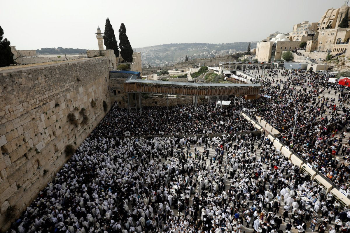 Jewish worshippers gather during Passover at the Western Wall in Jerusalem's Old City on April 13, 2017. Photo: Reuters/Amir Cohen