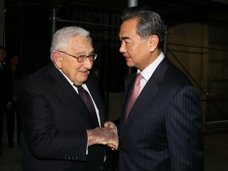 Former Secretary of State Henry Kissinger with Chinese Foreign Ministery Wang Yi. Photo: Foreign Ministry of China