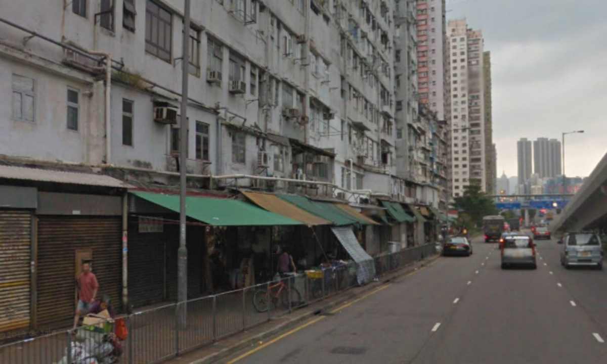 Tents along the Ferry Street in Mongkok was a target in the arson happened Thursday night. Photo: Wiki Commons