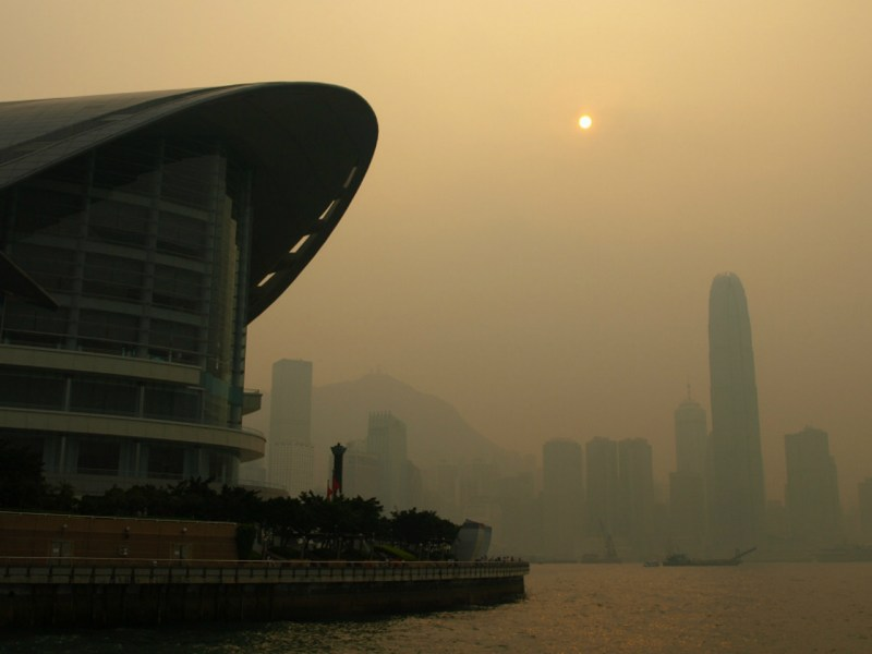 Victoria Harbour with serious air pollution Photo: Wikimedia Commons