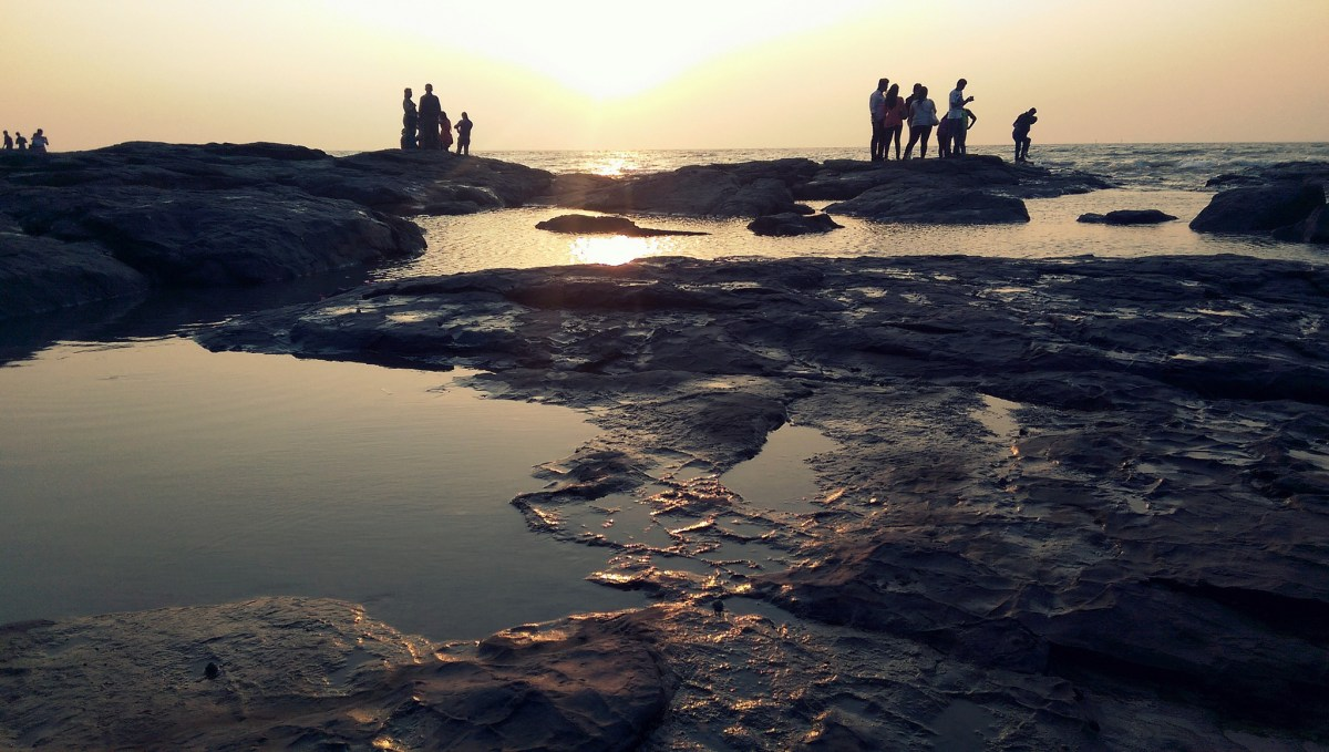A student taking a selfie was swept out to sea and drowned at Bandra Bandstand in Mumbai. Photo: Flickr