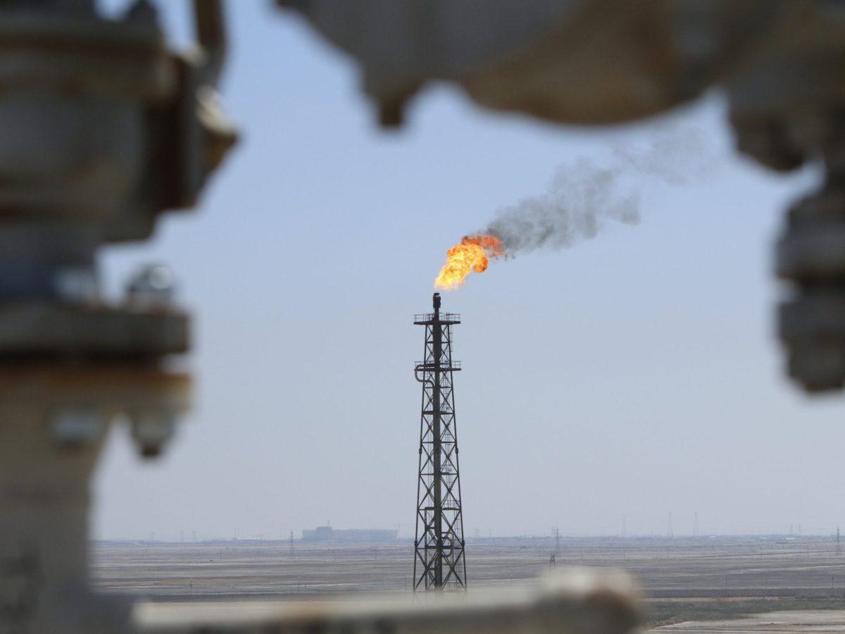Gas burns off at the al-Shuaiba oil refinery in southwest Basra, Iraq. Photo: Reuters/Essam Al-Sudani