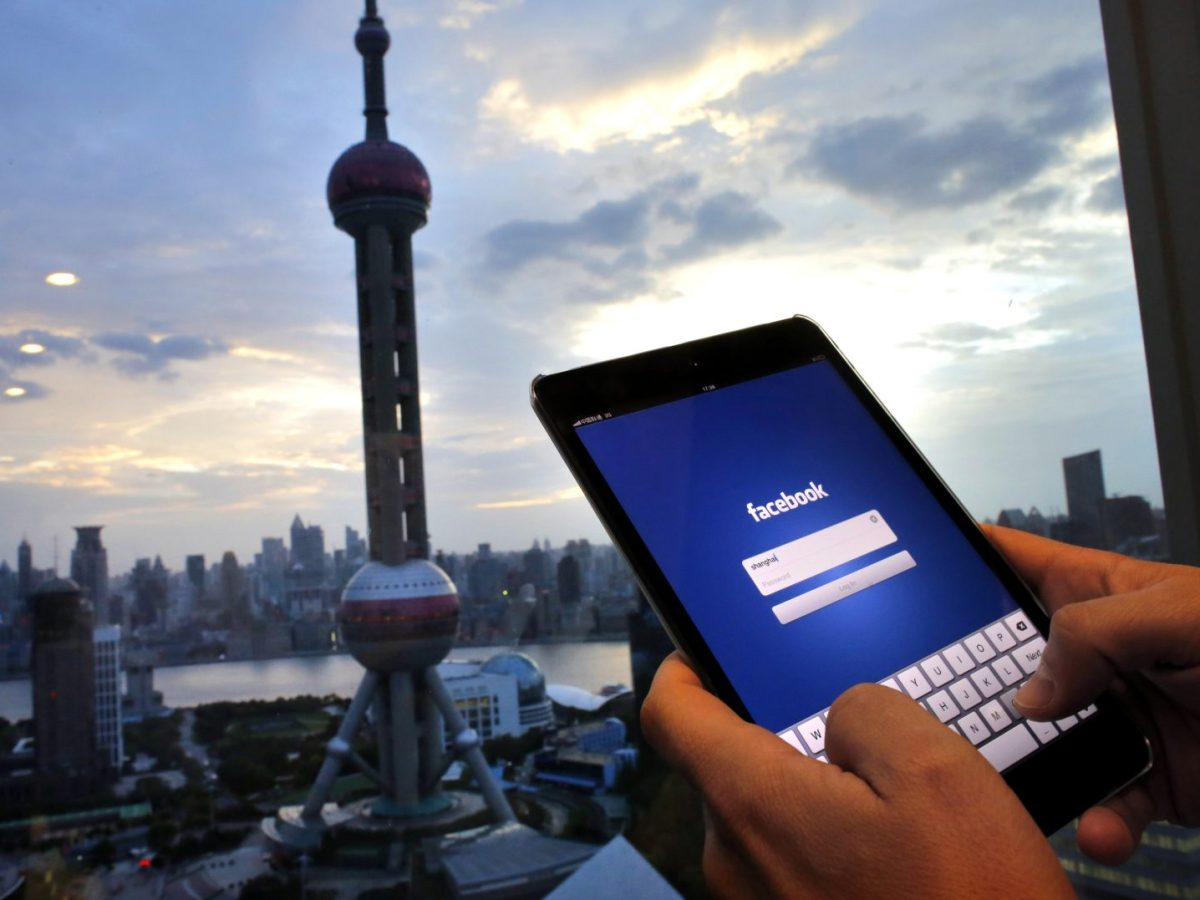 A man logs on to Facebook in Shanghai. Photo: Reuters / Carlos Barria
