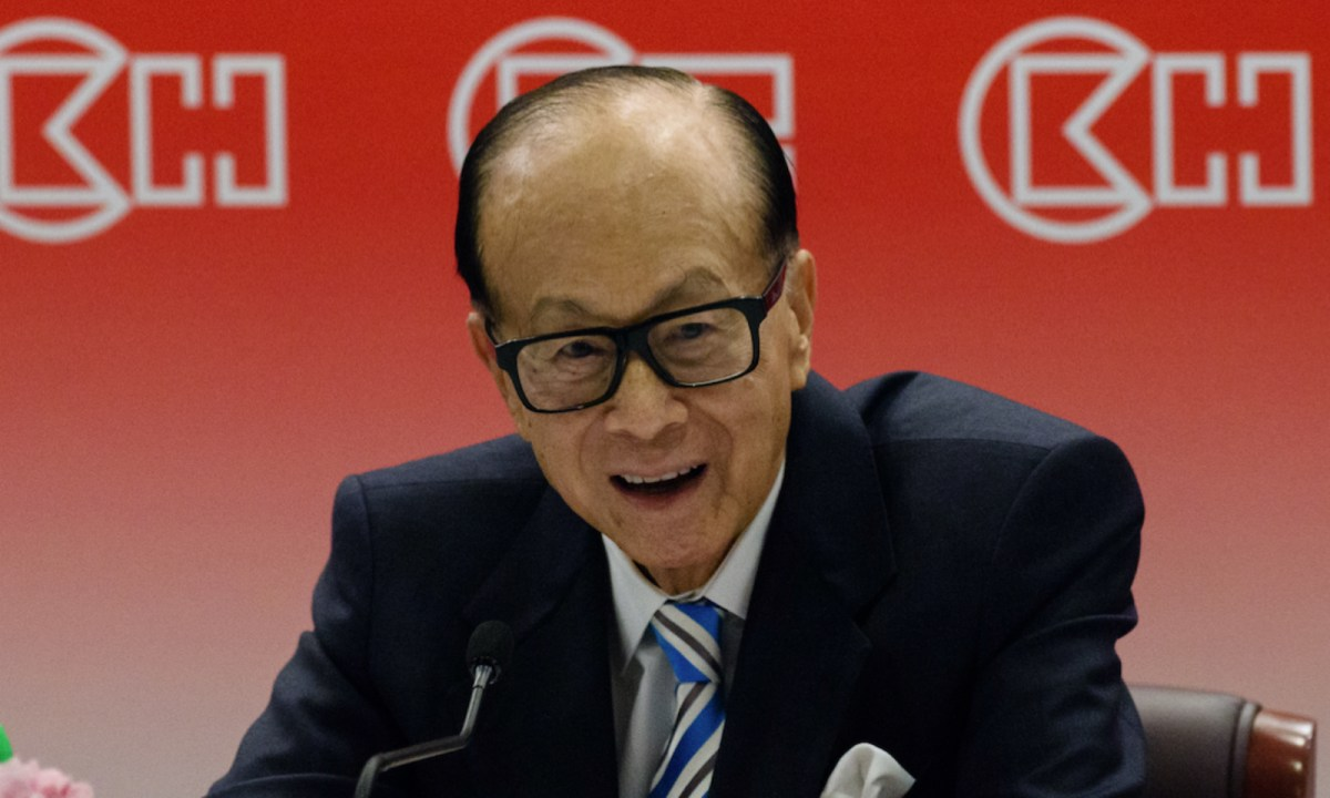 Hong Kong's richest man, Li Ka-shing, 88, speaks at a press conference.  Photo: AFP / Antony Wallace